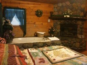 Deluxe King Spa Cabin