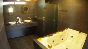 King Bungalow with Spa Bath