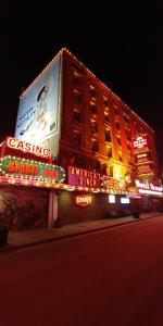 Hotel Nevada & Gambling Hall, Hotely  Ely - big - 1