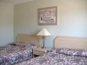 Queen Room with Two Queen Beds - Non-Smoking