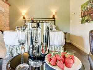 Wine Country Cottages on Main: Tank House, Case vacanze  Fredericksburg - big - 36