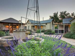 Wine Country Cottages on Main: Tank House, Case vacanze  Fredericksburg - big - 11