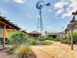 Wine Country Cottages on Main: Tank House, Case vacanze  Fredericksburg - big - 6