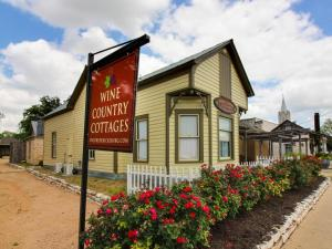 Wine Country Cottages on Main: Tank House, Case vacanze  Fredericksburg - big - 7