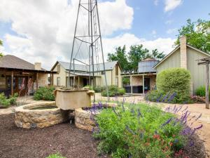 Wine Country Cottages on Main: Tank House, Case vacanze  Fredericksburg - big - 2