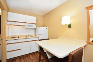 Studio with 1 King Bed - Disability Access - Non-Smoking