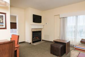 One-Bedroom King Suite with Fireplace/Spa Bath-Non-Smoking
