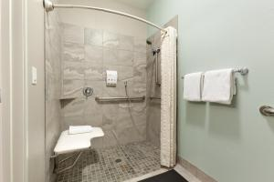 Queen Room with Roll In Shower - Disability Access - Non Smoking
