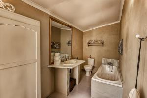 Double/Twin room bath only