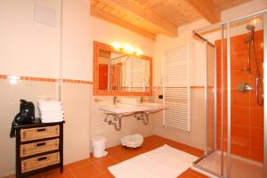 Les Gomines B&B, Country houses  San Vigilio Di Marebbe - big - 4