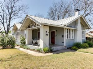 Travis Street: Travis House, Holiday homes  Fredericksburg - big - 30