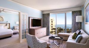 Ocean Front View One Bedroom Executive Suite, Club Lounge Access