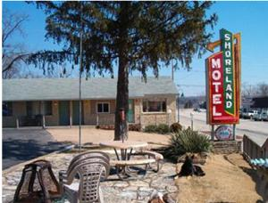 The Shoreland Motel
