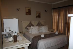 Double Room with Private En Suite Bathroom -4