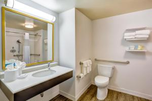 Queen Room with Two Queen Beds and Roll In Shower - Disability Access/Non-Smoking