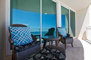 Two-Bedroom Apartment with Sea View 1104