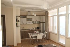 J.R Apartment in the sea, Apartmány  Batumi - big - 9
