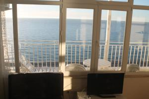 J.R Apartment in the sea, Apartmány  Batumi - big - 17