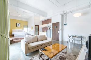 Collection Place By Favstay, Apartments  Bangkok - big - 13