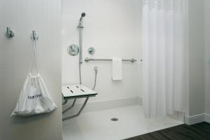 King Studio Suite Mobility/Hearing Accessible - Non-Smoking
