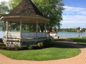 Lady of the Lake, Bed and Breakfasts  Skaneateles - big - 28