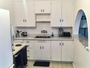 Santa Monica Apartment, Apartmanok  North Vancouver - big - 24