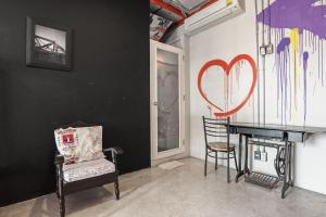 Saladaeng Gallery Hostel By Favstay, Apartmanok  Bangkok - big - 9