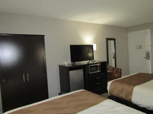 Lake View Room with Two Double Beds - Non-Smoking