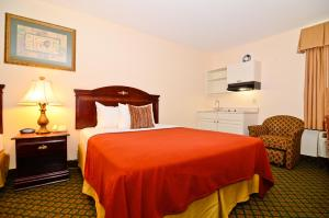 Queen Room with 2 Queen Beds and Kitchenette