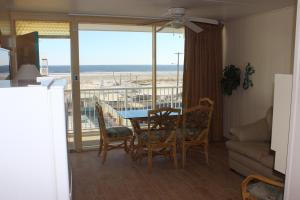 One Bedroom Suite with King Bed Efficiency and Ocean View