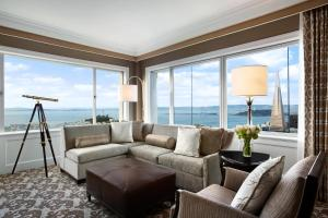 Signature Suite with Bay View and Sofa Bed