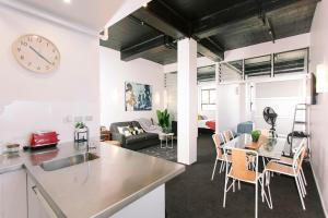 Towny Downtown Haven - 2 Bedrooms, Apartmány  Auckland - big - 1