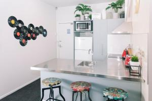 Towny Downtown Haven - 2 Bedrooms, Apartmány  Auckland - big - 15