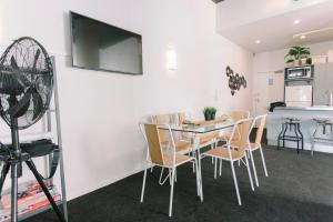 Towny Downtown Haven - 2 Bedrooms, Apartmány  Auckland - big - 18