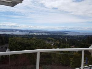 Emperial Suites, Bed & Breakfasts  North Vancouver - big - 2