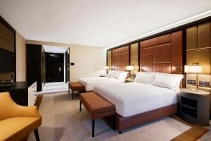 Queen Executive Room with Executive Lounge access