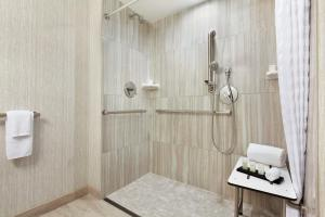 One-Bedroom King Suite with Roll-in Shower - Disability Access - Non-Smoking