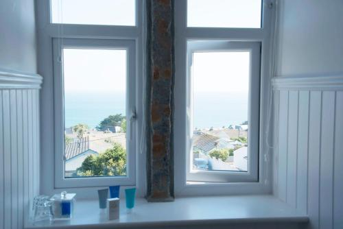 St Ives Rd, Carbis Bay, St Ives, Cornwall, TR26 2SB, England.