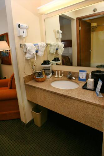 Baymont Inn and Suites - Hattiesburg Photo