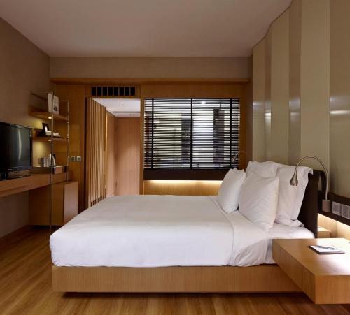 Renaissance Hong Kong Harbour View Hotel, A Marriott Luxury & Lifestyle Hotel photo 2