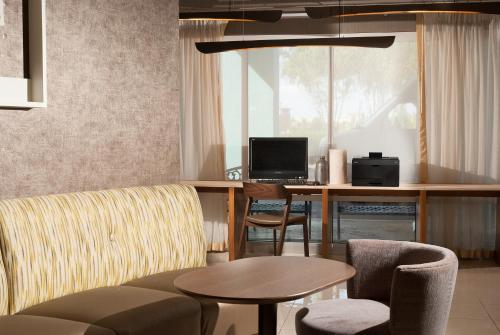 SpringHill Suites Orlando Airport photo 2