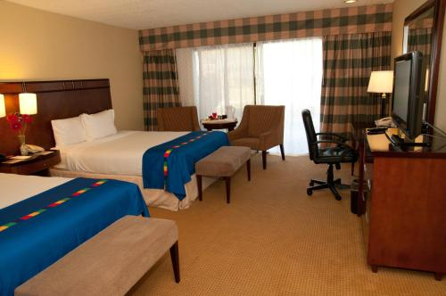Park Inn and Suites Fresno - Fresno, CA 93726