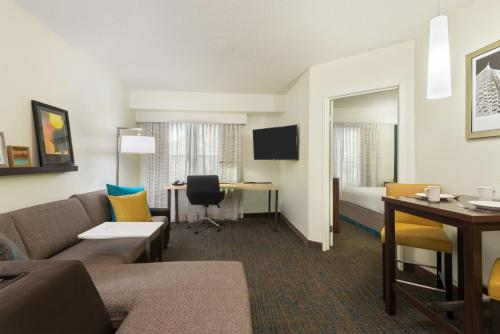 Residence Inn Savannah Midtown Photo