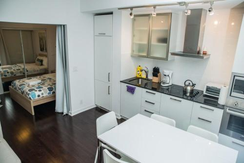 RS Suites - Entertainment District Apartments Photo