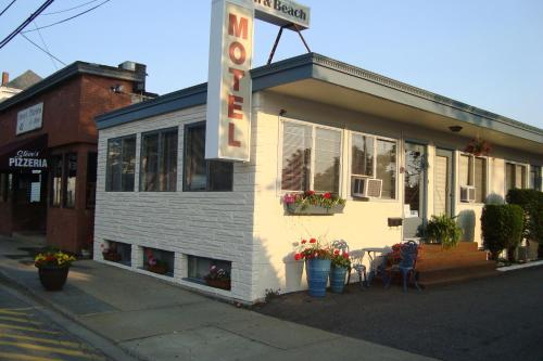 Town & Beach Motel Photo