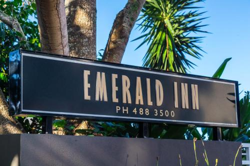 Hotel Emerald Inn on Takapuna Beach