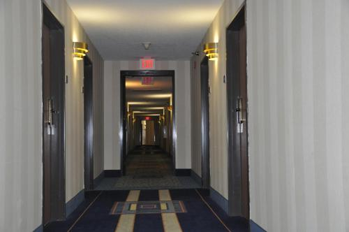 Best Western Airport Inn Warwick Photo