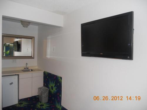 Tradewinds Airport Hotel Photo