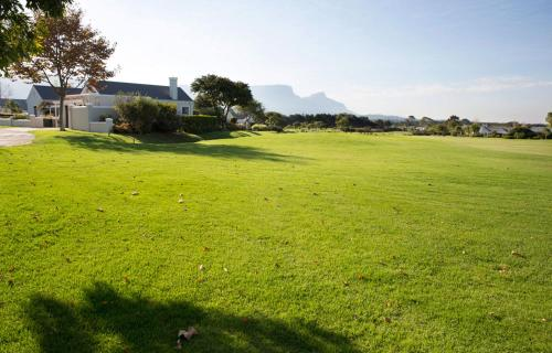 Relaxed luxury in Steenberg Golf Estate Photo