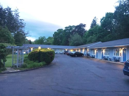Maple Terrace Motel Photo